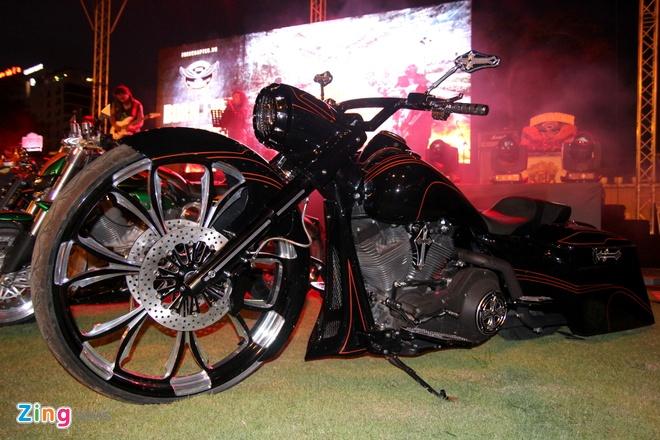 1.000 biker hoi tu o Sai Gon khoe xe Harley doc hinh anh 5