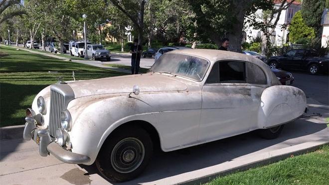 Xe Bentley co trieu do cua James Bond bi ruong bo 30 nam hinh anh 2