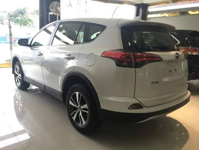 Toyota RAV4 2016 da ve Viet Nam, gia gan 1,8 ty dong hinh anh 3