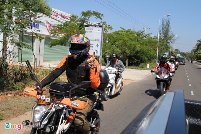 Hon 20 chiec KTM tap trung ve pho bien Phan Thiet hinh anh 7