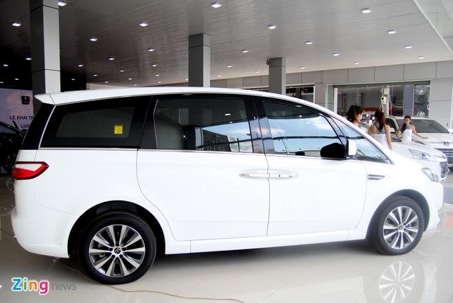 Luxgen M7 - doi thu Toyota Innova tai Viet Nam hinh anh 2