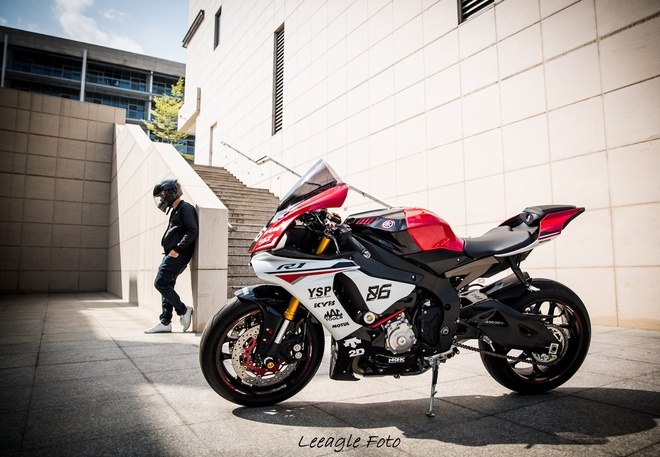 Yamaha R1 do tem va do choi cua biker Sai thanh hinh anh 1