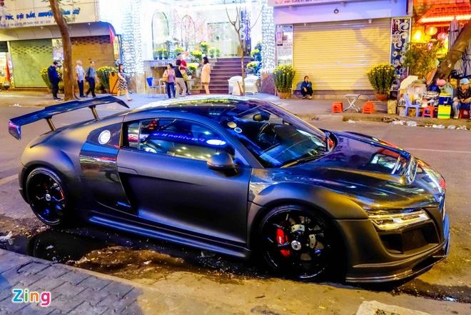 Sieu xe Audi R8 do do choi hang hieu tren pho Sai Gon hinh anh 2
