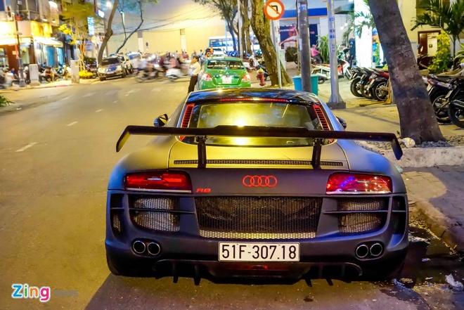 Sieu xe Audi R8 do do choi hang hieu tren pho Sai Gon hinh anh 4