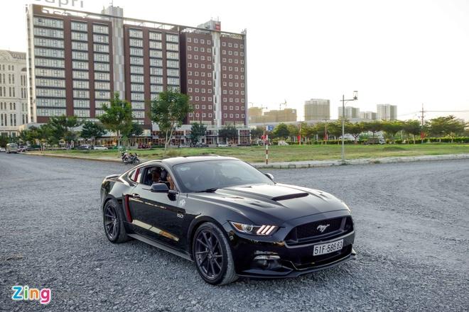 Ford Mustang GT do goi phu kien hang hieu o Sai Gon hinh anh 3