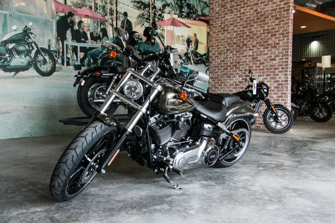 Harley-Davidson Breakout son thu cong gia 1,3 ty ve Viet Nam hinh anh 2