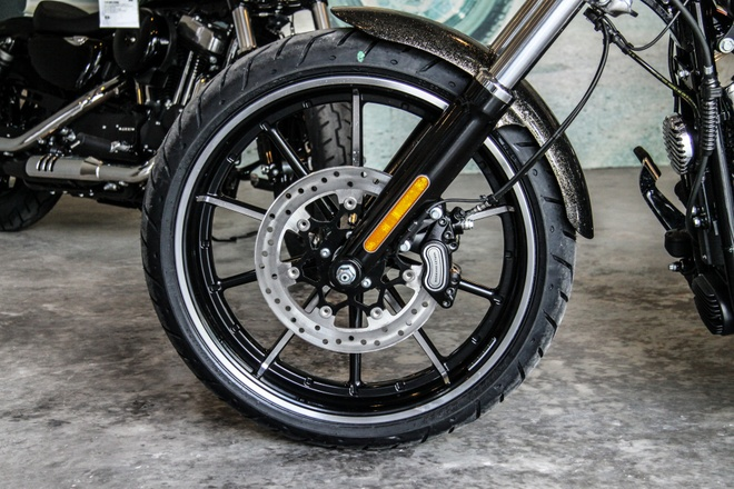 Harley-Davidson Breakout son thu cong gia 1,3 ty ve Viet Nam hinh anh 6