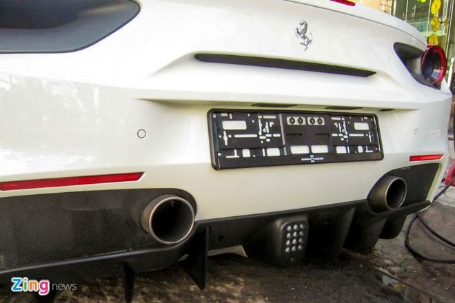Ferrari 488 GTB mau trang dau tien tai Viet Nam hinh anh 10