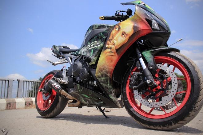 Honda CBR 1000RR phong cach Rock and Roll cua biker Sai Gon hinh anh 2