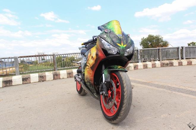 Honda CBR 1000RR phong cach Rock and Roll cua biker Sai Gon hinh anh 3
