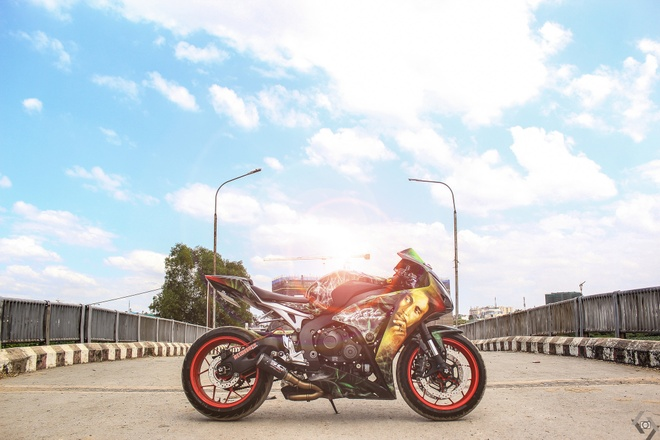 Honda CBR 1000RR phong cach Rock and Roll cua biker Sai Gon hinh anh 5