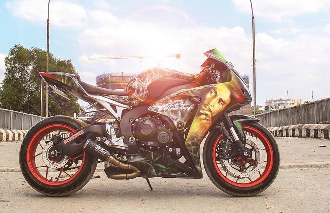 Honda CBR 1000RR phong cach Rock and Roll cua biker Sai Gon hinh anh