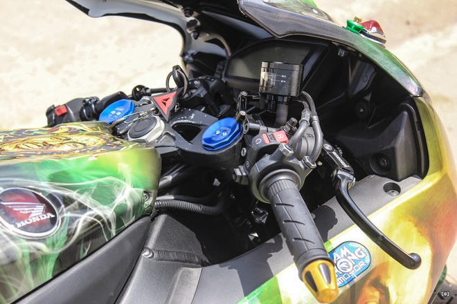 Honda CBR 1000RR phong cach Rock and Roll cua biker Sai Gon hinh anh 7