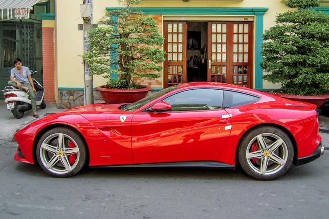 Sieu xe Ferrari F12 dau tien tai Viet Nam xuat hien o TP HCM hinh anh