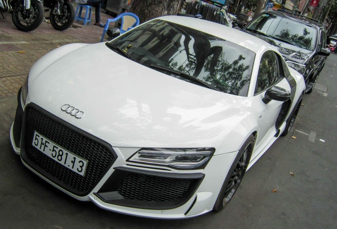 Audi R8 V10 tai Sai Gon do goi than vo den tu Duc hinh anh