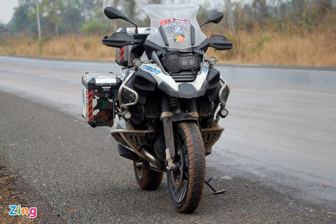 Biker quoc te hoi tu ve Thai Lan xem dua xe hinh anh 2