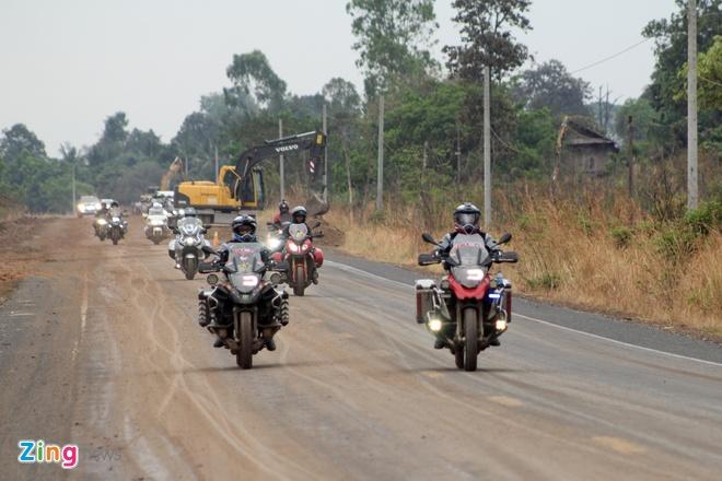 Biker quoc te hoi tu ve Thai Lan xem dua xe hinh anh 1