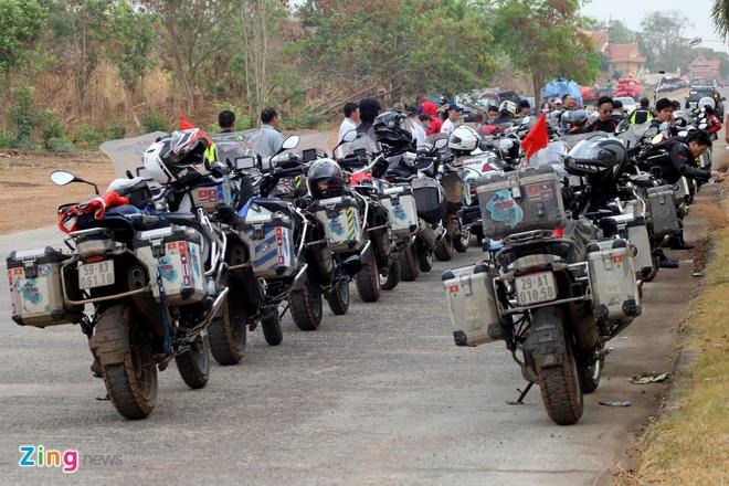 Biker quoc te hoi tu ve Thai Lan xem dua xe hinh anh 4