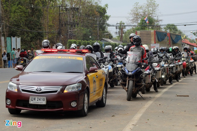 Biker quoc te hoi tu ve Thai Lan xem dua xe hinh anh 5