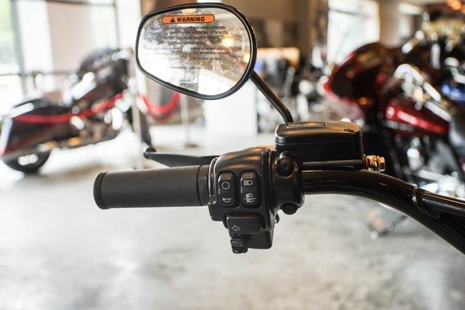 Moto Harley phong cach bobber gia gan 1 ty dong tai Viet Nam hinh anh 8
