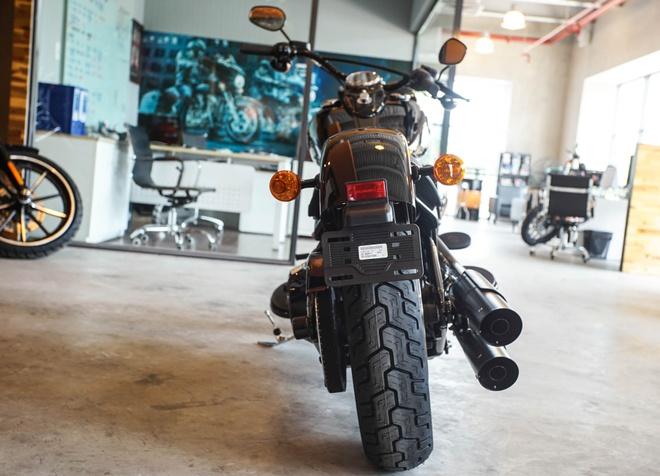 Moto Harley phong cach bobber gia gan 1 ty dong tai Viet Nam hinh anh 4