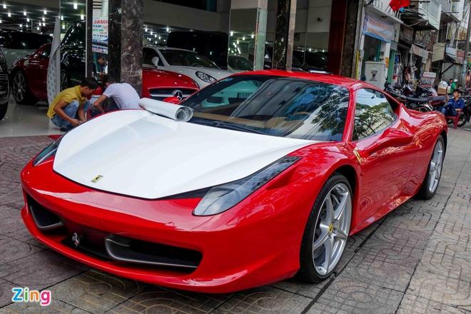 Ferrari 458 Italia doi mau sau khi doi chu hinh anh 1