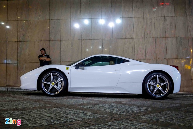 Ferrari 458 Italia doi mau sau khi doi chu hinh anh 6
