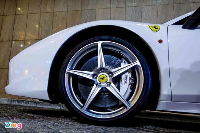 Ferrari 458 Italia doi mau sau khi doi chu hinh anh 9