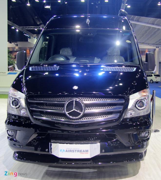 Nha di dong cua Mercedes gia 155.000 USD hinh anh 6