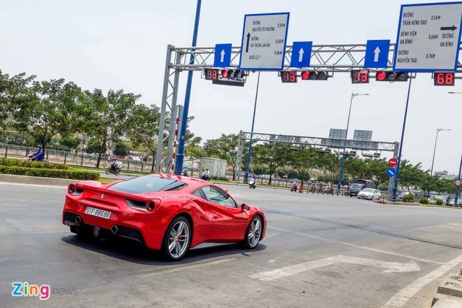 Sieu xe Ferrari 488 GTB dau tien ra bien so TP HCM hinh anh 4