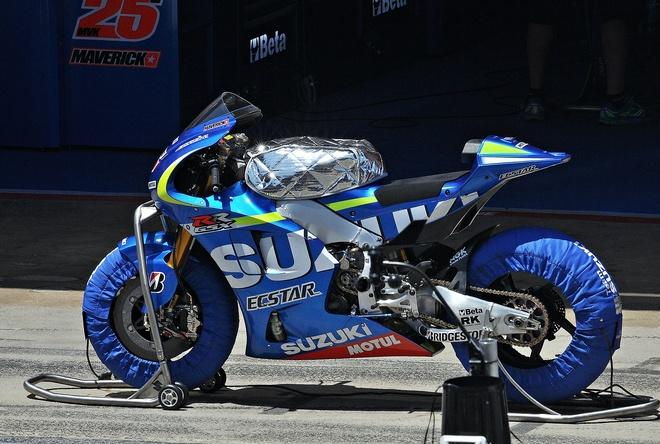 Suzuki gioi thieu sieu moto GSX-RR tai trien lam xe may VN hinh anh 1