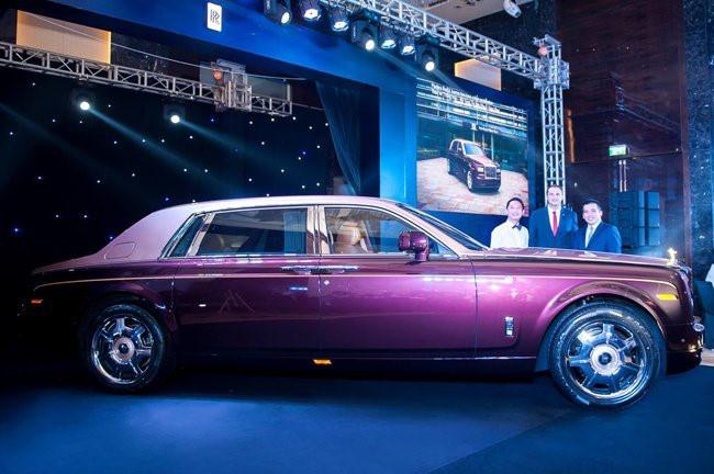 Hai mau Rolls-Royce Phantom dat hang sap xuat hien tai VN hinh anh