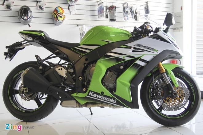 So sanh sieu moto Kawasaki ZX-10R ban cu va moi hinh anh 2