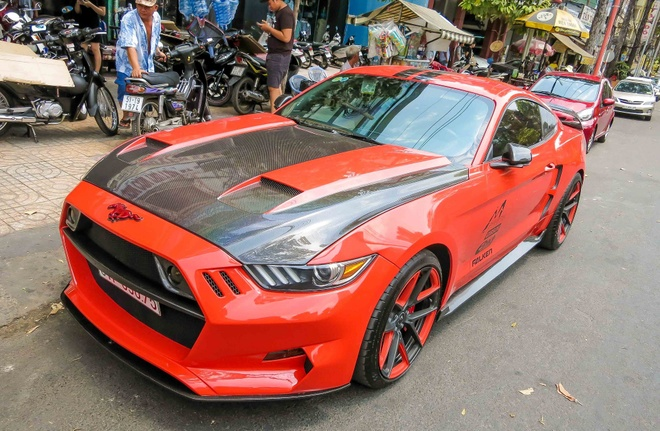 Ford Mustang do than vo soi carbon o Sai Gon hinh anh