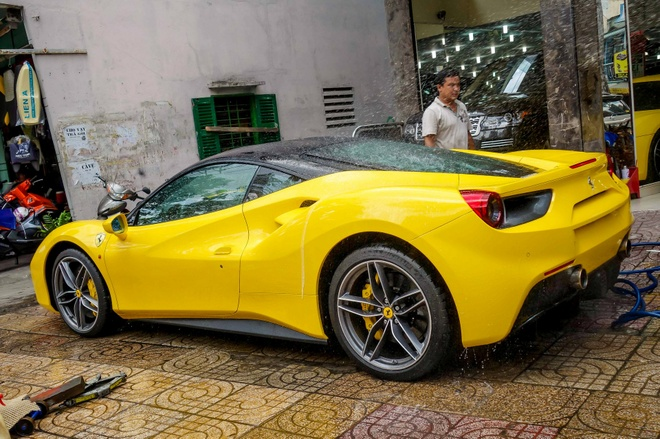 Sieu xe Ferrari 488 GTB mau vang dau tien ve Viet Nam hinh anh