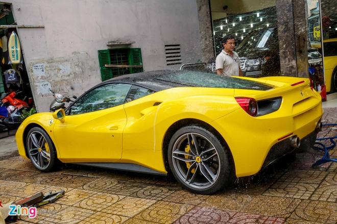 Sieu xe Ferrari 488 GTB mau vang dau tien ve Viet Nam hinh anh 3