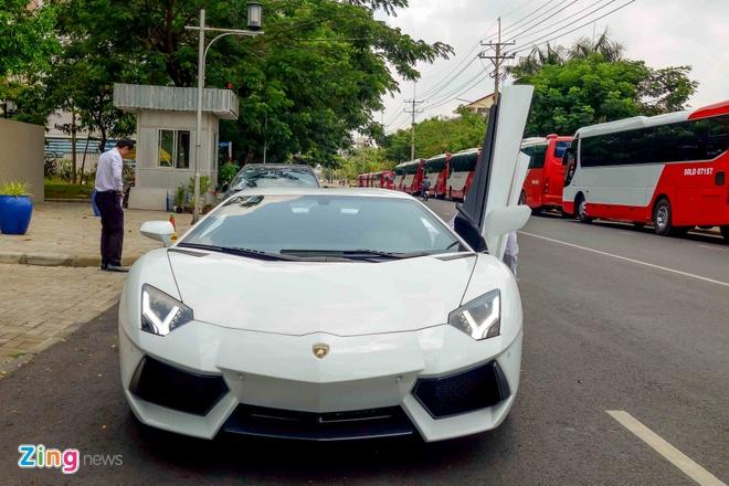 Sieu xe Lamborghini Aventador chinh hang ra bien so dep hinh anh 2