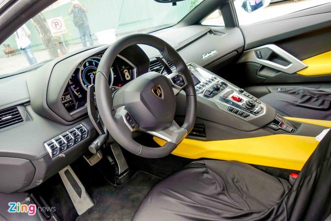 Sieu xe Lamborghini Aventador chinh hang ra bien so dep hinh anh 6