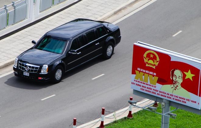 Cadillac One cua Tong thong Obama tren duong pho Sai Gon hinh anh