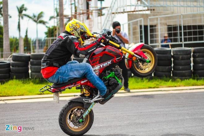 Chuyen gia My huong dan ky thuat stunt cho biker Viet hinh anh 1