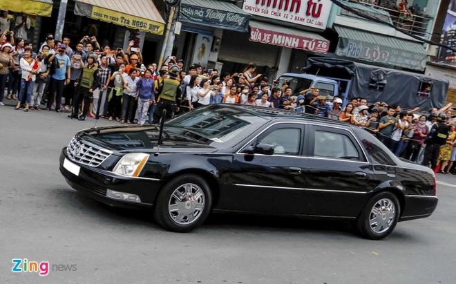 Cadillac DTS chong dan cua Tong lanh su My o Sai Gon hinh anh 3