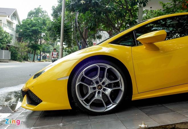 Sieu xe Lamborghini Huracan truoc nha Cuong Dola hinh anh 4