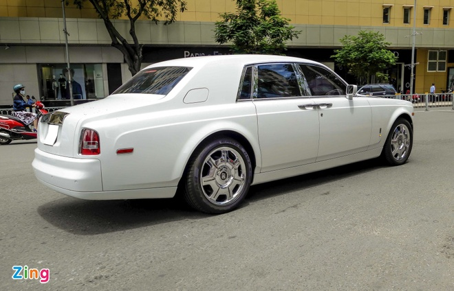 Rolls-Royce Phantom cua thieu gia Phan Thanh o Sai Gon hinh anh 4