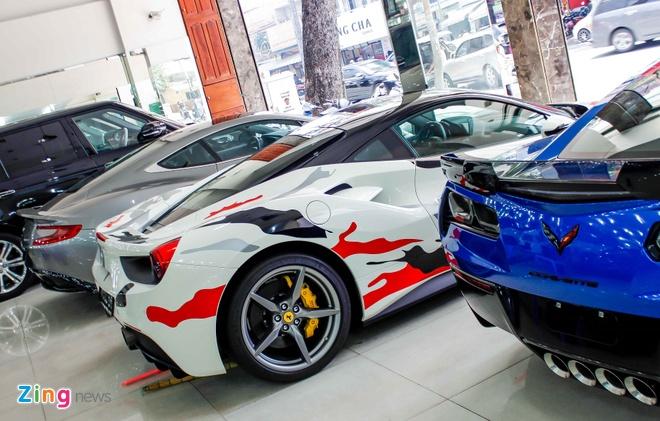Sieu xe Ferrari 488 phong cach quan doi o Sai Gon hinh anh 3