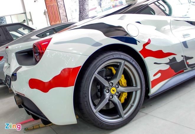 Sieu xe Ferrari 488 phong cach quan doi o Sai Gon hinh anh 8
