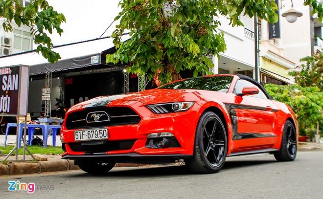 Ford Mustang mui tran ban dac biet dau tien tai Sai Gon hinh anh 3