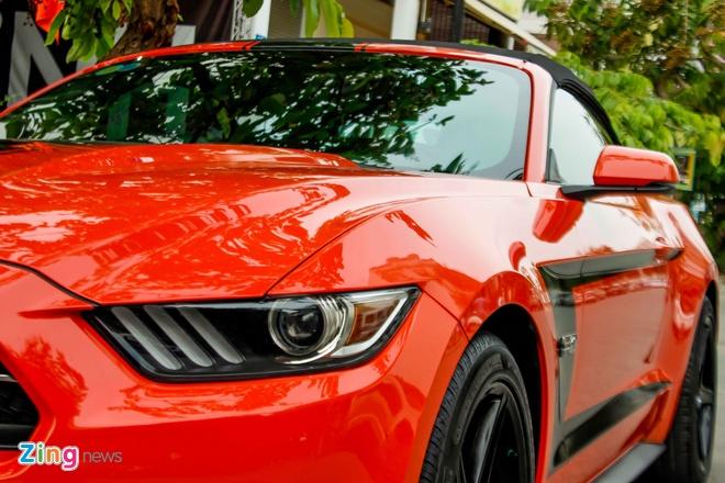 Ford Mustang mui tran ban dac biet dau tien tai Sai Gon hinh anh 8