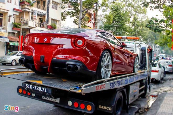 Sieu xe Ferrari F12 phien ban do ve Viet Nam hinh anh 1