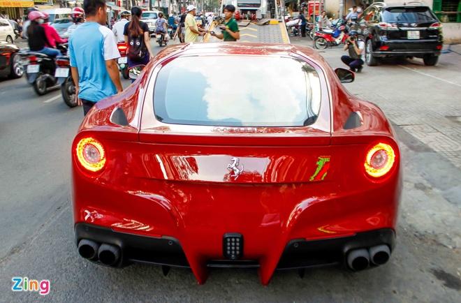 Sieu xe Ferrari F12 phien ban do ve Viet Nam hinh anh 3