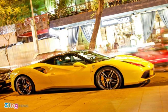 Ferrari 488 14 ty cua em trai Phan Thanh lan dau xuong pho hinh anh 1